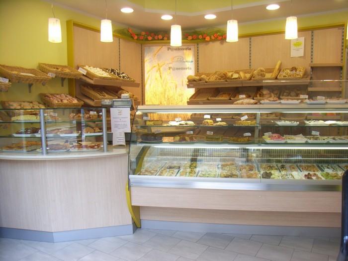Arredamenti per la panetteria pasticceria ceroni a imola for Arredamenti per panetterie