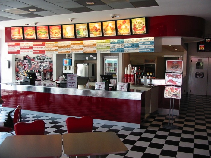 Arredamenti per il bar e fast food america graffiti a for Arredamento per fast food