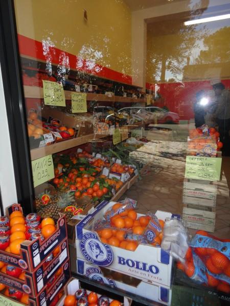 Arredamenti negozio frutta e verdura le delizie di gi a for Arredamenti emilia romagna